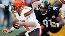 Steelers DE Stephon Tuitt sacks Johnny Manziel of the Browns