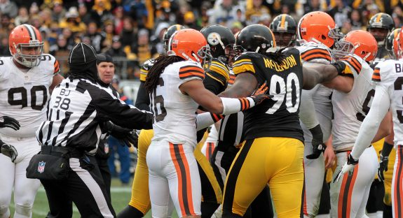 browns-stllrs-scuffle-jgjpg-a6818bd694311be4